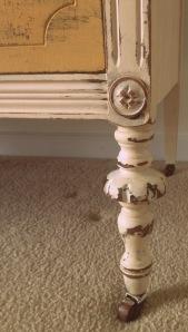 dresser leg